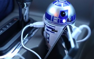 ACPro-10-Ridiculously-Awesome-Gifts-For-Car-Lovers-R2-D2-Car-Charger